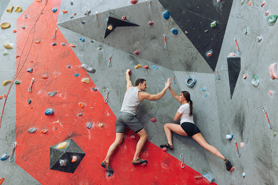 How to Introduce Your Friends To Climbing (15 Steps)